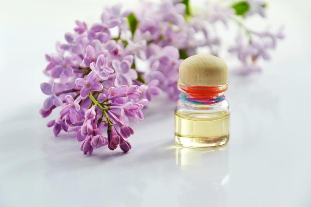 essential-oil-3868596